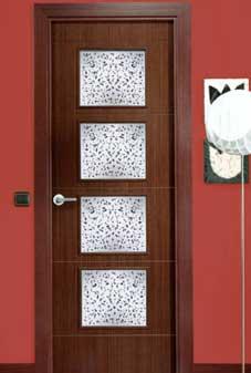 Instalaci n de puertas de madera lisas y con grecas para for Vidrios decorados para puertas interiores